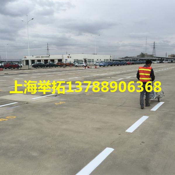 上海临港大型停车场划线